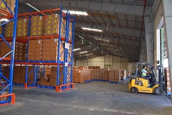 Phí CFS được hiểu ngắn gọn là phí để công nhân bốc dỡ và đóng gói hàng hoá tại kho CFS