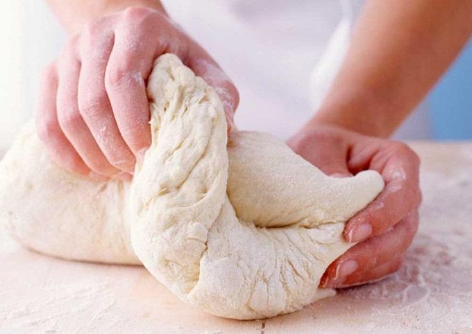 Làm bánh mì bằng bột mì say nhuyễn